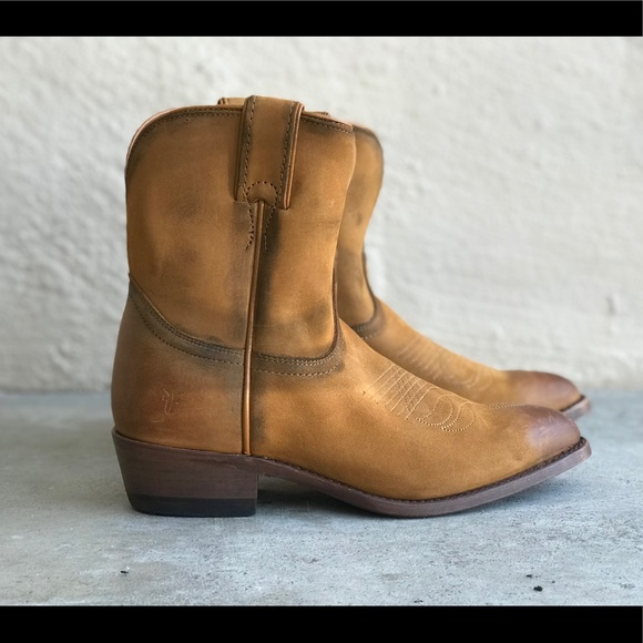969d6fb2fcb Frye distressed Billy Short ankle boots cognac NWT